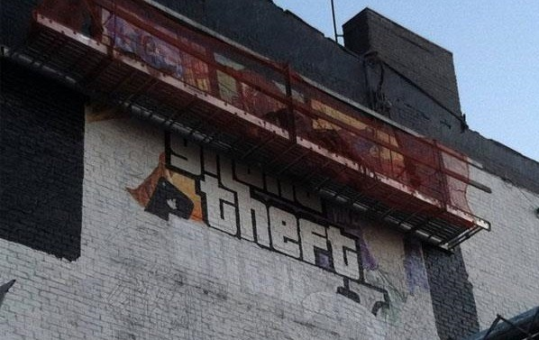 Арт обложки GTA 5 на здании в Нью-Йорке