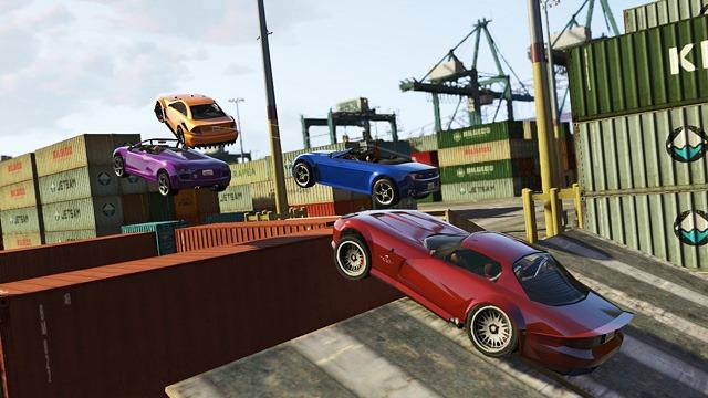 GTA Online - Прыжки на пандусе при максимальной скорости.
